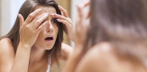 الفرق بين حبوب الدوره وحبوب الحمل في الوجه